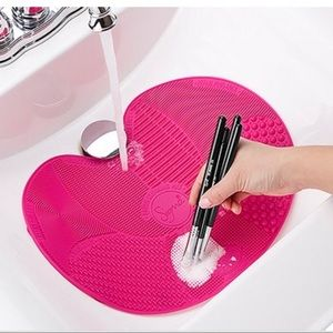 SIGMA BEAUTY BRUSH CLEANING MAT PINK